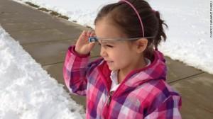 """Después del invierno, los estudiantes de jardín de infancia en la """"Episcopal Academy"""" utilizan Google Glasses para explicar lo que saben acerca de los copos de nieve. Margaret Powers creó un blog, 365 Días de vidrio, para registrar cómo los estudiantes y los educadores de la escuela están utilizando el producto."""